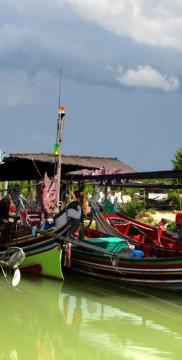 Łódki w Kambodży